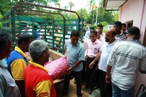 Lanka Sathosa purchasing big onion from Polpithigama farmers