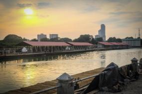 Floating Market beautifies Beira Lake