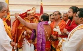 Hindu Priests invoke blessings on the President for Diwali
