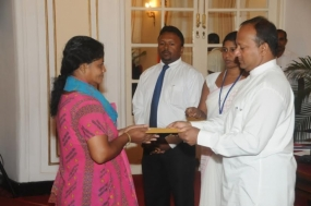 Handover compensations to the families of deceased migrant workers abroad