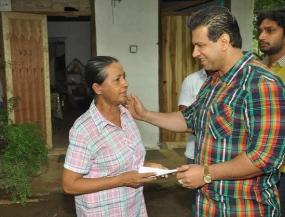 Kala Saviya helps Samanthi Lanerolle