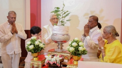 President sends Sri Maha Bodhi sapling to the Thailand