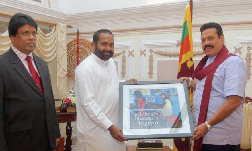 Bill & Melinda Gates  2014 award for e- Nenasala Program presented to President