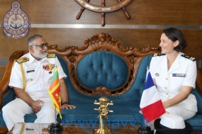 Commanding Officer of French naval ship 'Surcouf' calls on Commander of the Navy