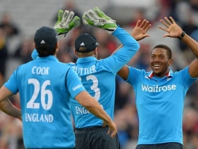 England snap a 10-wicket victory against Sri Lanka