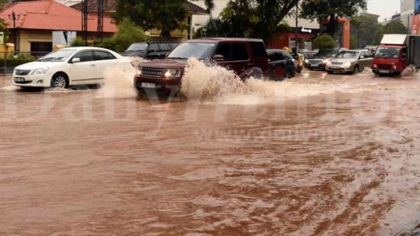 Heavy traffic in Colombo due to rain