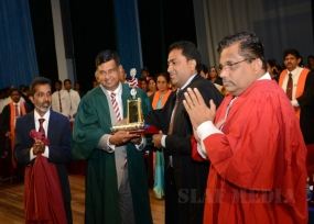 "Air Force Commander receives 'Nalanda Keerthi Sri 2015"" Award"