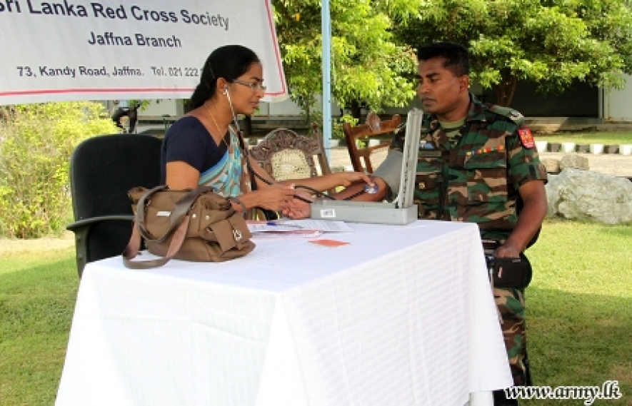 Jaffna Army troops donate blood