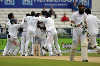 Sri Lanka best England with just one ball to spare