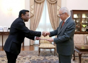 Lanka's New HC in Singapore presented credentials