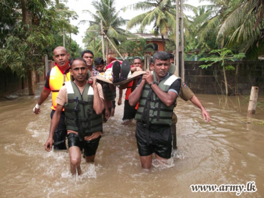 Sri Lanka Army Assists Flood Victims