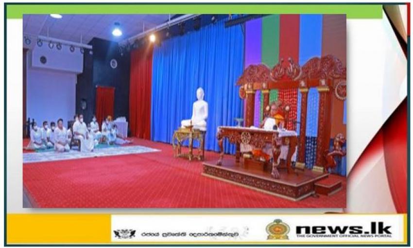 "The Prime Minister joins the 215th ""Amadam Sisilasa"" (Buddhist Dhamma Sermon Series)"