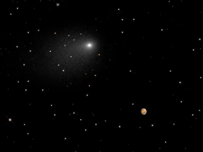 Hubble Telescope Takes Unique Photo of Comet Near Mars