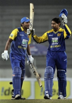 Dilshan, Sangakkara tons power SL to 333