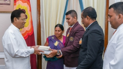 Well performed students at AL examinations in Polonnaruwa meet the President
