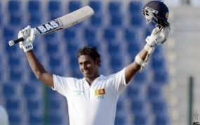 Mathews rebuilds Sri Lanka