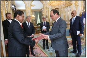 New Sri Lanka Ambassador presents Credentials to President of France