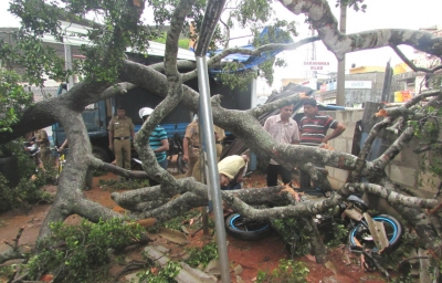 Rs. 10,000 Compensation each  for 217 houses in Ampara affected by winds