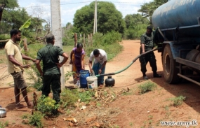 Army provide water to drought affected communities in Wanni
