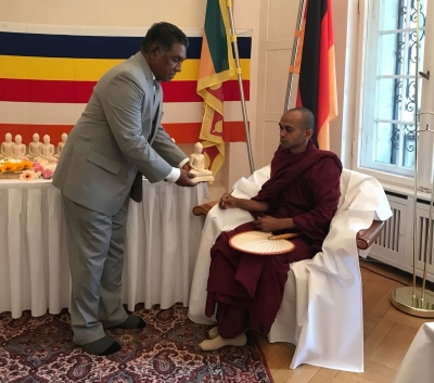 Berlin Embassy offers Buddha statues to Frohnau Buddhist Temple