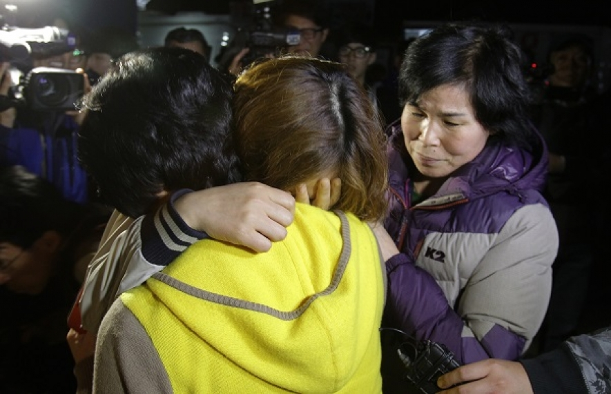 S.Korea Investigates Ferry Captain; 9 Dead, 287 Missing