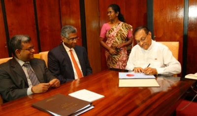 Speaker signs Local Government (Amendment) Acts