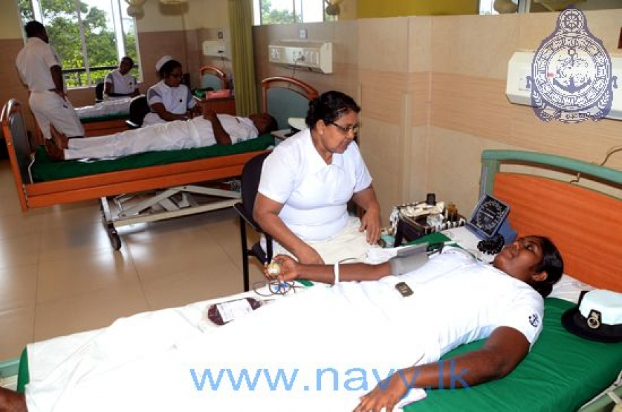 Navy gives blood to Ragama Teaching Hospital