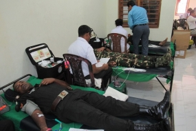 Army Personnel Offer Blood for Life
