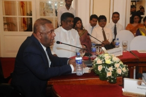 Foreign Minister Samaraweera briefs the diplomatic corps