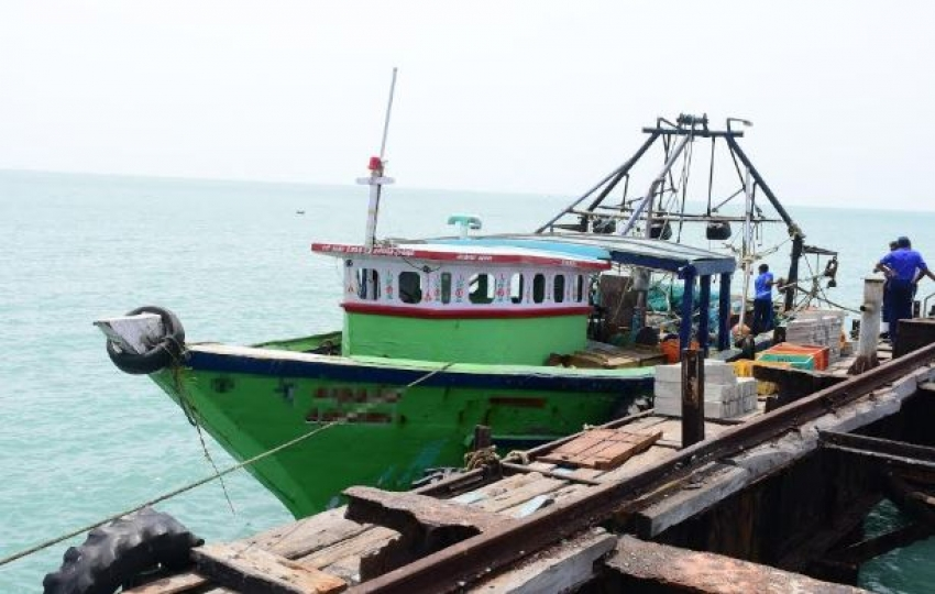 Navy apprehends 07 Indian fishers for poaching in northern waters
