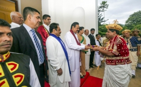 Kandy Esala Perahera concludes: Sannasa handed over to President