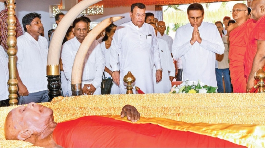 President paid  last respects to late Ven. Naramane  Nayake Thera