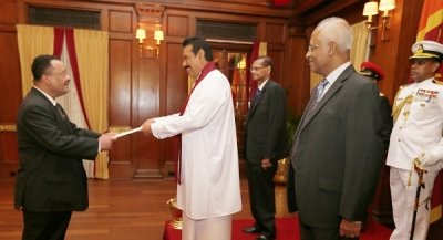 New Ambassadors and High Commissioners Present Credentials to President Rajapaksa