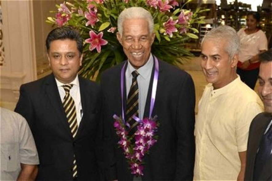 Schoolboys invited to meet Sobers at final test today