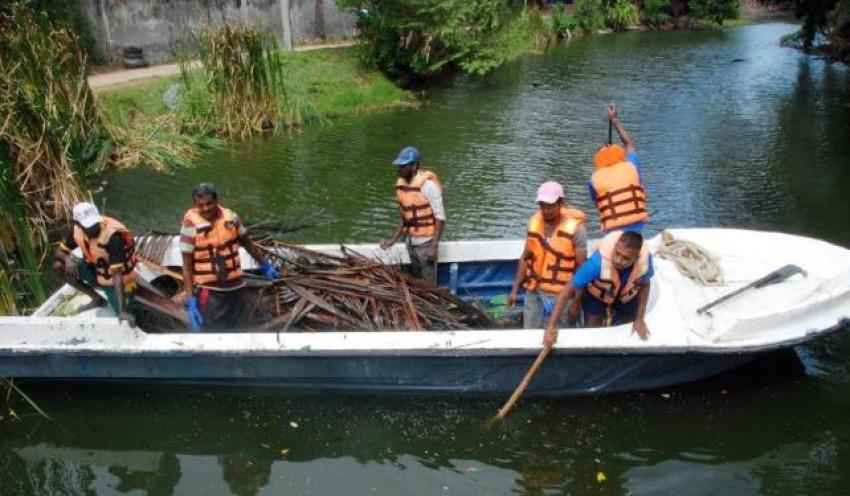 Navy renders assistance to clean retention pond at Samagipura, Hambantota