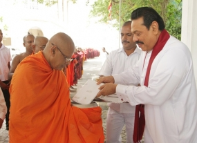 President offers Pirikara to 100 Bhikkus on Pindapatha