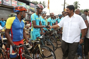 State Minister flags off Cycling race