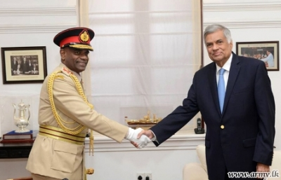 Army Commander calls on Prime Minister