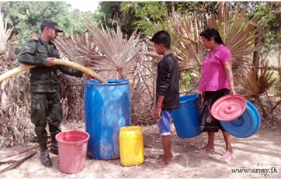 Troops Provide Drinking Water to Drought-affected Civilians