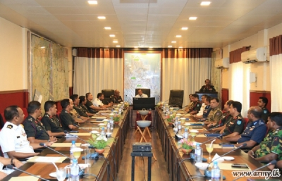 Defence Secretary Speaks to Security & Policemen in the East