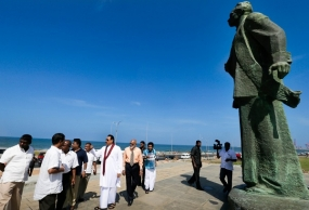 President inspects restoration work of Bandaranaike Statue