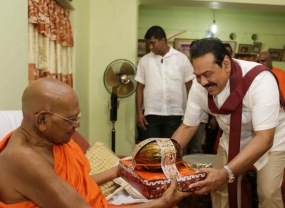 President calls on Ven.Galtemwatte Chandrajothi Thero of Demtamal Vihara