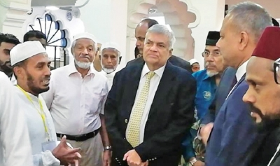PM visits mosque on 'Open Day'