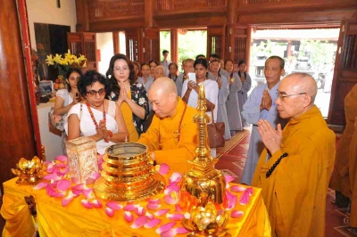 Sacred Relics of Lord Buddha enshrined in Ha Noi