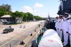 SLNS 'Sagara' and 'Nandimithra' inspected by Singaporean President