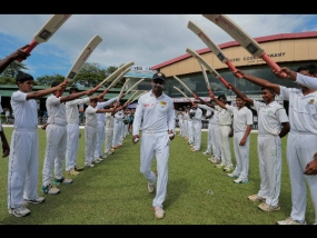 Team India gives guard of honour to Sangakkara