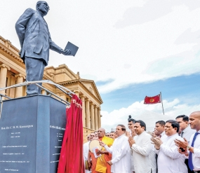 Kannangara statue built in the of Presidential Secretariat unveiled by the President