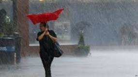 Heavy showers (150mm) and strong winds upto 80Km/hr