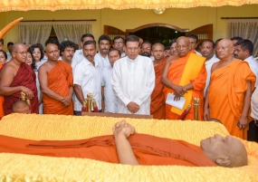 President pays last respects to Ven.Maduluwawe Sobitha Thero