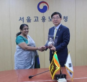 Minister Atukorale discuss workers' issues in Korea